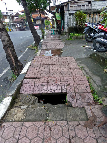 Just your average treacherous sidewalk in Peliatan, Bali.