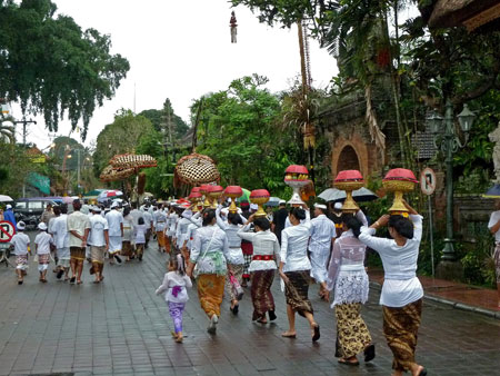 Procession to a temple ceremony at Pura Marajun Agung in Ubud, Bali.