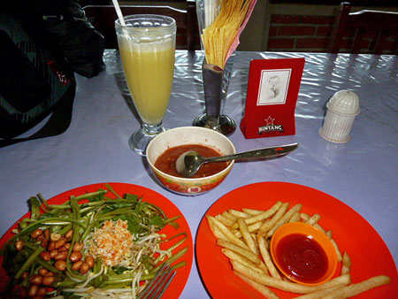 Dinner at the Bedugul Lakeview in Candikuning, Bali.