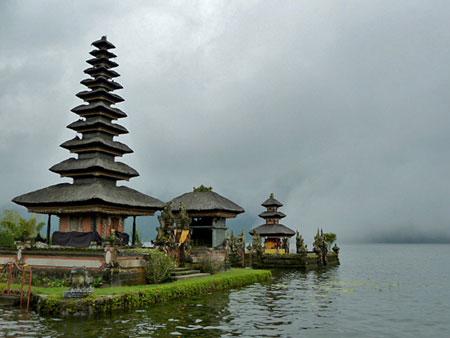 A small islet Hindu-Buddhist temple at Pura Ulun Danu Brutan, Bali.