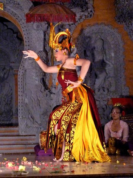 The Cendrawasih dance at Ubud Kelod in Ubud, Bali.