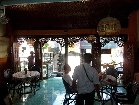 Warung Baru resto in Solo, Java.