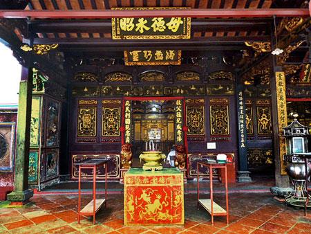 The Cheng Hoon Teng Buddhist temple in Chinatown, Melaka, Malaysia.