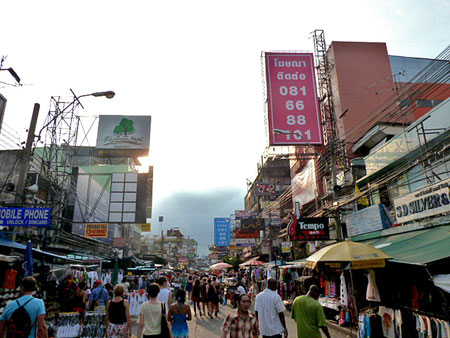 Tourist-filled Thanon Khao San in Banglamphu, Bangkok, Thailand.