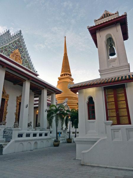 Wat Bowoniwes in Banglamphu, Bangkok, Thailand.