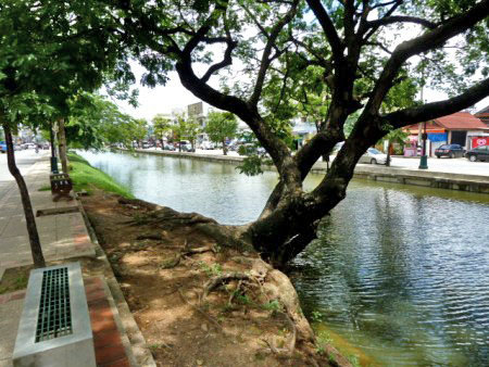 Ah, yes! The moat around the Old Town section of Chiang Mai, Thailand. Relaxing, isn't it?