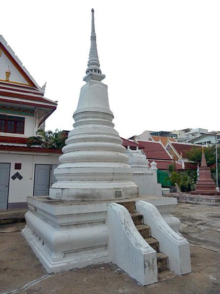 A dinky chedi at Wat Mahannapharam in Bangkok, Thailand.