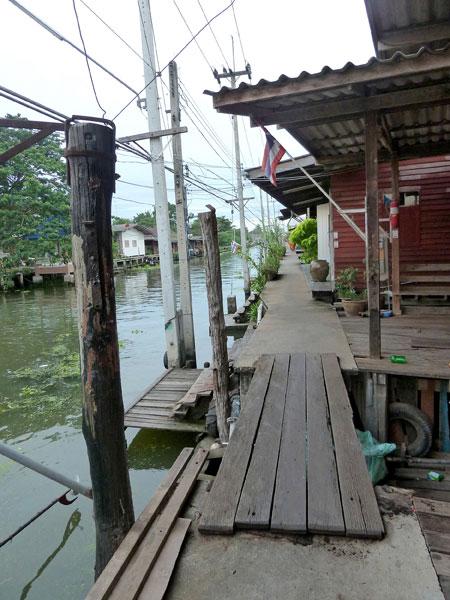 The scenic walkway down the main canal in Damnoen Saduak, Thailand.