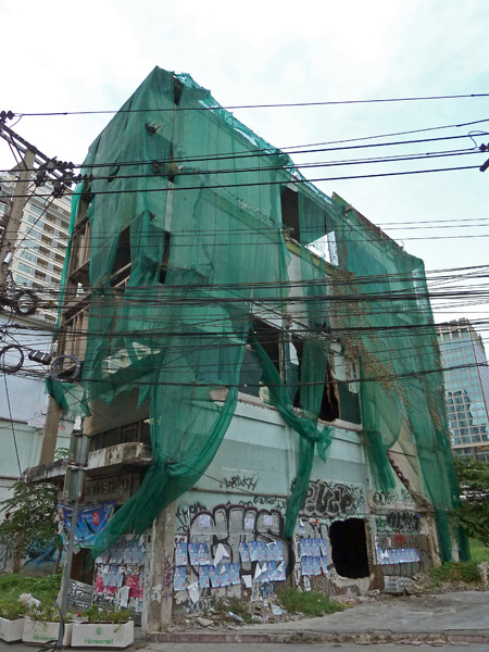 A skinny-ass covered building in Bangkok, Thailand.