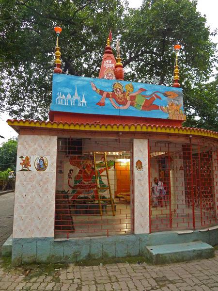 A whimsical-looking Hindu temple near the Esplanade bus station in Kolkata, India.