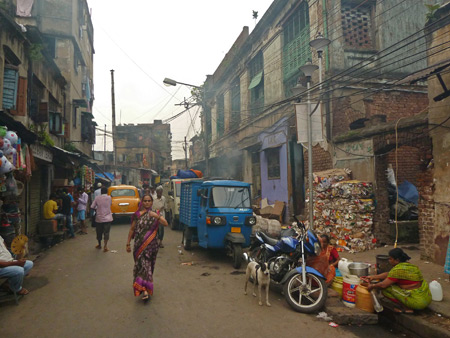 A smokey alley scene in Kolkata, India.