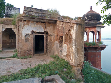 A crumbling castle overlooking the Ganges river in Varanasi, India.