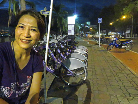 A lady I met on the walkway by the Nan river in Phitsanulok, Thailand.