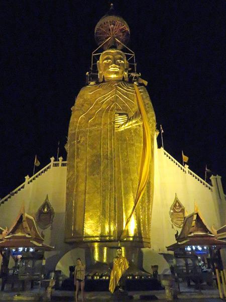 Hey, look! I took a pho to of Luang Pho To at Wat Intharavihan in Banglamphu, Bangkok, Thailand.