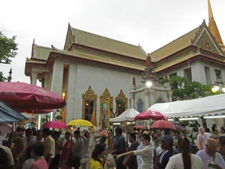 A Buddhist ceremony at Wat Bowonniwet Vihara in Phra Nakhon, Bangkok, Thailand.