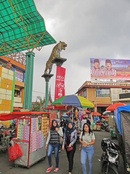 Markets by the Clocktower in Bukittinggi, Sumatra, Indonesia.