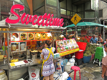 I had a sweet time on Thanon Yaowarat in Chinatown, Bangkok, Thailand.