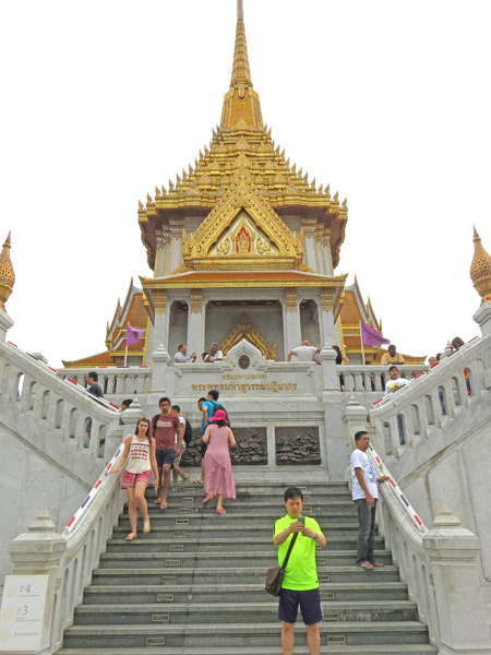 The main temple of the Golden Buddha at Wat Traimit in Chinatown, Bangkok, Thailand.