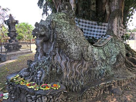 A statue of Barong on Jalan Nyuh Bojog in Ubud, Bali, Indonesia.