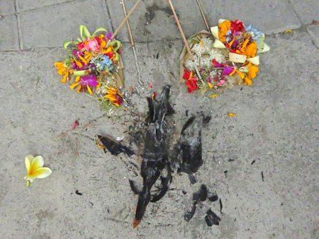 An offering on the ground at a small Hindu cremation ceremony in Penestanan, Ubud, Bali, Indonesia.