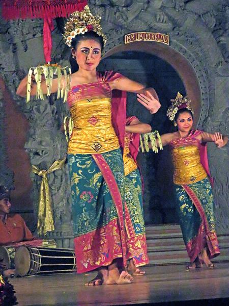 Sanggar Suwara Guna Kanti performs the Pendet dance at Bale Banjar Ubud Kelod in Ubud, Bali, Indonesia.