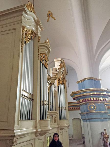 A large pipe organ inside the Catedral Metropolitana del Apóstol Santiago in Potosi, Bolivia.