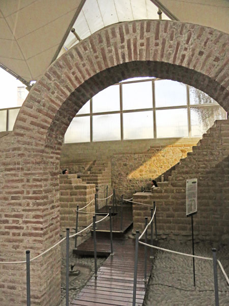 An arch in the Museo de Sitio Bodega y Qvadra in Lima, Peru.