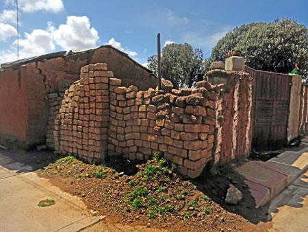 A distressed brick wall in Pukara, Peru.