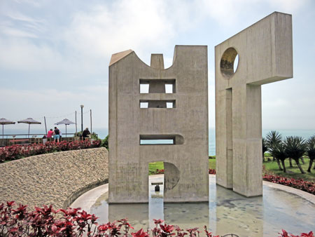 A modern sculpture at Parque Intihuatana in Lima, Peru.