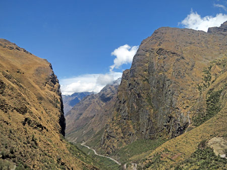 Dramatic scenery on the road from Cuzco to Hidroelectrica, Peru.